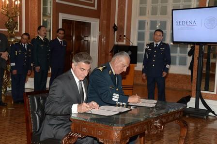 Titular de la SEDENA - gobernador de Puebla