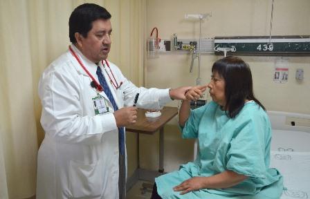 Tratan médicos del IMSS ataque cerebral