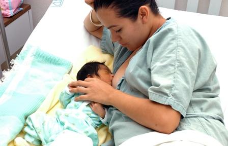 Previene lactancia materna enfermedades en madres e hijos: Especialistas del IMSS