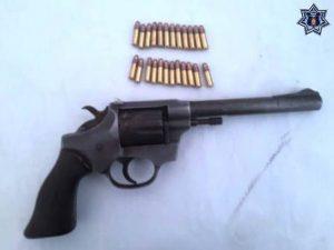 Pistola tipo revólver, calibre 22, matrícula 1000176, marca Sentinel.