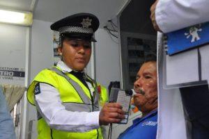 """Continuarán operativos de alcoholimetría denominados """"Con nueva actitud sin accidentes""""."""