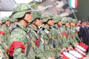 """""""Agradecemos al pueblo de Oaxaca que haya cobijado durante un mes a los militares""""."""