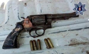 Pistola tipo revólver, calibre 38 Special, sin marca ni matrícula.