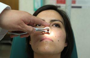 Además, más de cuatro mil por tumoración maligna de la cabeza, cara y cuello, incluida la nariz.