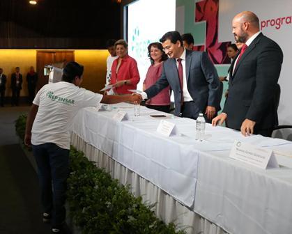 """Se gradúa primera generación de beneficiarios del programa """"Repensar"""" de la PGR en Oaxaca"""
