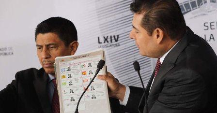 """Exhibe senador Alejandro Armenta boletas electorales """"clonadas"""" de elección en Puebla"""