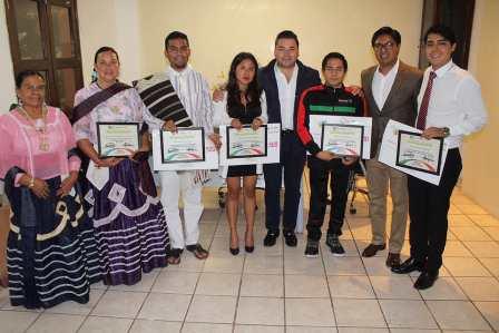 """Entregan """"Premio Municipal de la Juventud 2018"""" a jóvenes de Santa Lucía del Camino"""