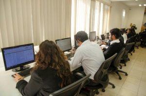 A través del Centro de Atención Telefónica 01 800 433 76 15, el servicio de chat en línea en la página web institucional y vía correo electrónico.