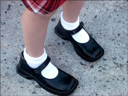 Adquirir un buen calzado evita problemas en las articulaciones de niños: IMSS