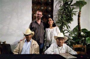 Salazar Gutiérrez y Ramírez Guzmán, éste un poco menor que el primero, son quienes ayudaron a traducir las Fábulas de Esopo a su lengua materna.