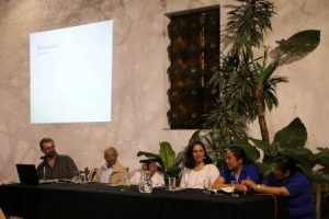 """Presentación del libro """"Fábulas de Esopo"""" en ixcateco."""