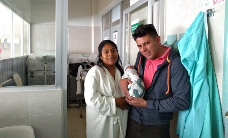 Salvan médicos de IMSS Bienestar de Tlaxiaco la vida de mujer y su bebé