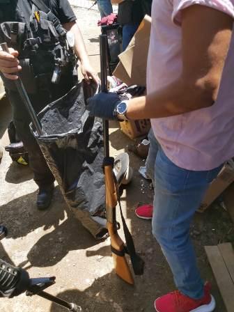 Dos personas detenidas